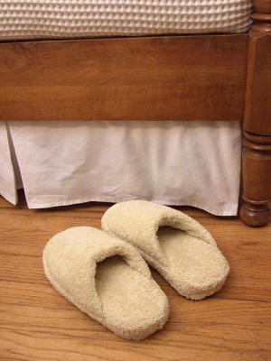 Ciabatte per la doccia con un vecchio asciugamano, da craftynest.com