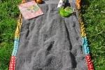 Telo mare con cuscino incorporato, che diventa una comoda borsa, da diy-enthusiasts.com