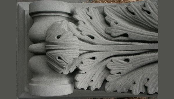 Mensola ornamentale in pietra serena con foglie di acanto, by Frosini Pietre