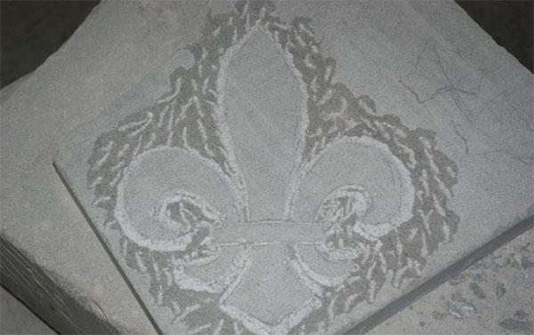 Elemento ornamentale di pietra serena appena abbozzato, by Raspanti