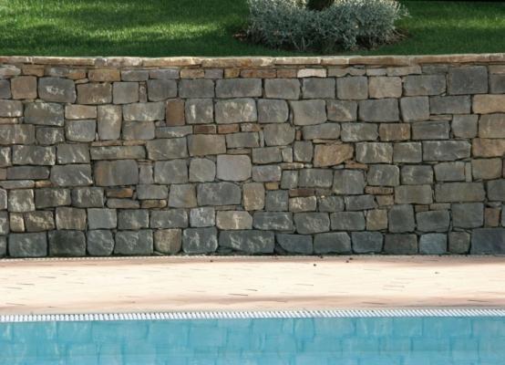 Muro di contenimento in pietra serena, by Frosini Pietre