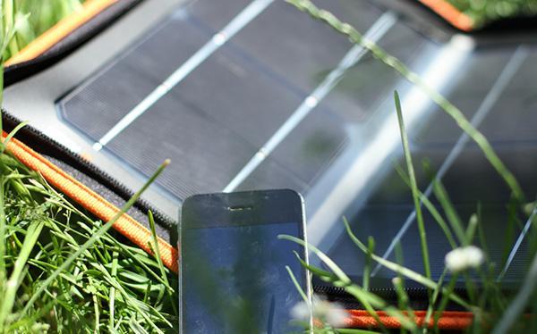 Piccolo pannello fotovoltaico portatile Hippy 10 Extreme di Tregoo
