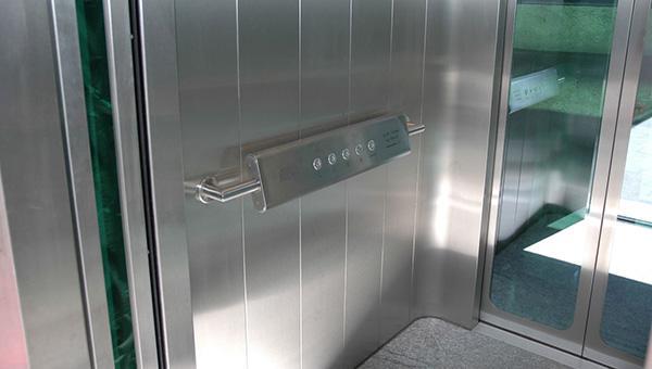 Pulsantiera di comando di un ascensore inclinato di Maspero Elevatori