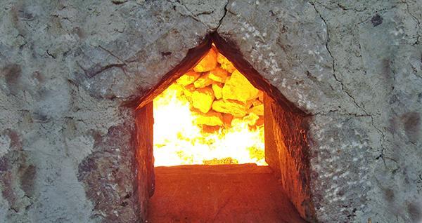 Cottura della calce in una fornace tradizionale, by La Banca della Calce