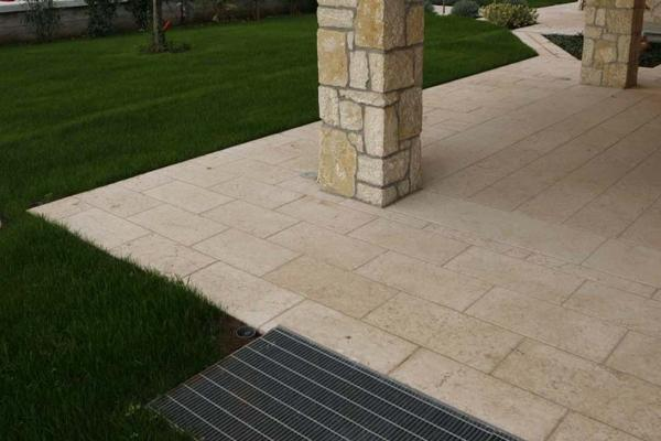 Pavimento portico pietra della Lessinia - Guardini