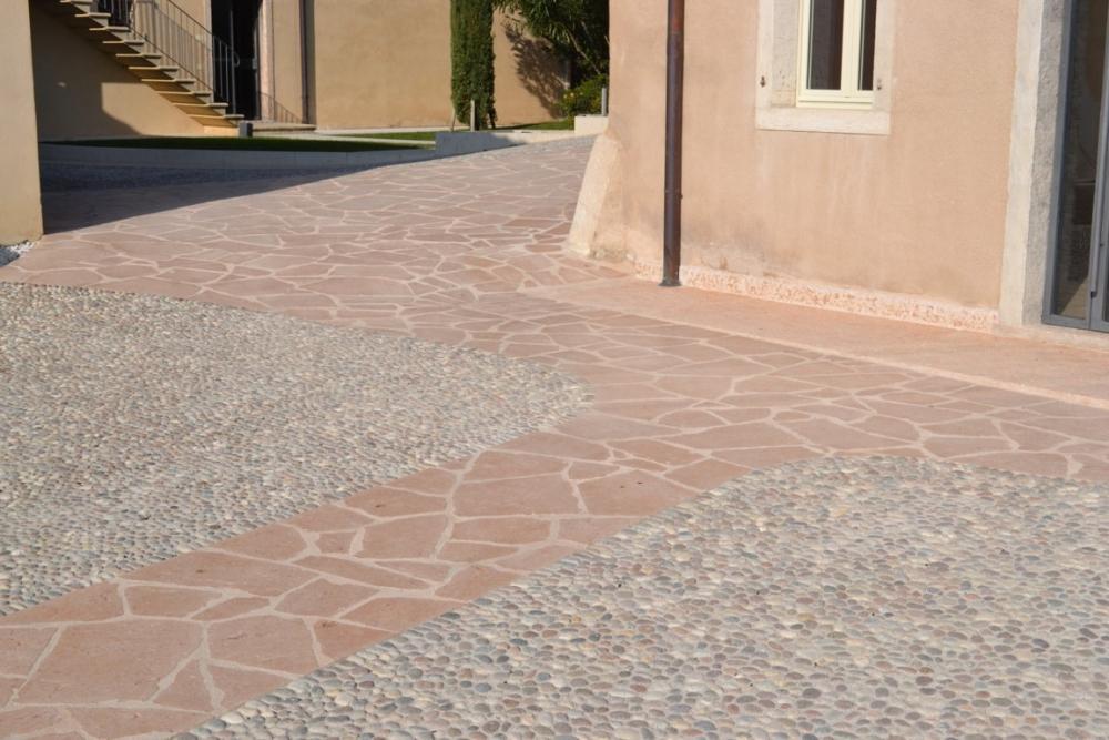 Pavimento pietra rosa di Prun - Guardini