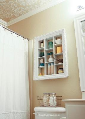 Mobiletto per il bagno con una vecchia cornice, da iheartnaptime.net