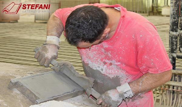 Regolettatura di un mattone artigianale, by Cotto Stefani