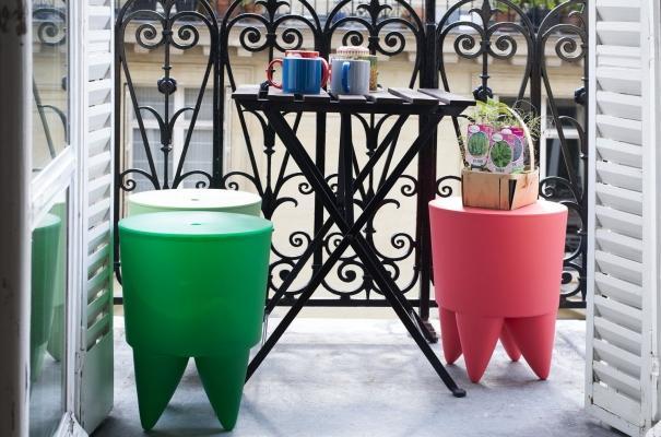 Pouf poggiapiedi e portaoggetti di Philippe Starck