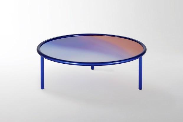 Tavolino in cristallo con sfumature blu, da Glas Italia