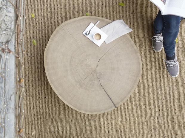 Tavolino in legno con venature, da Henri Tujague