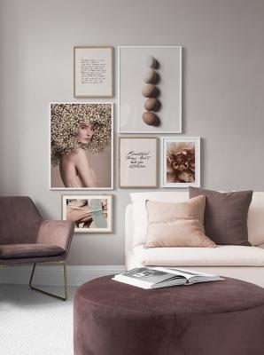 I quadri moderni possono essere in pendant con il colore della stanza, da desenio.it