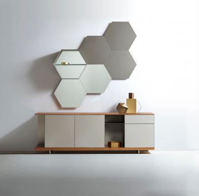 Specchi e ripiani dalla forma esagonale, da Ronda Design