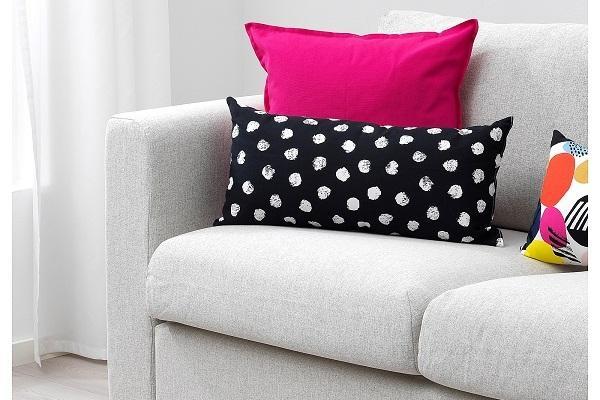 Cuscino Ikea Skaggort su divano