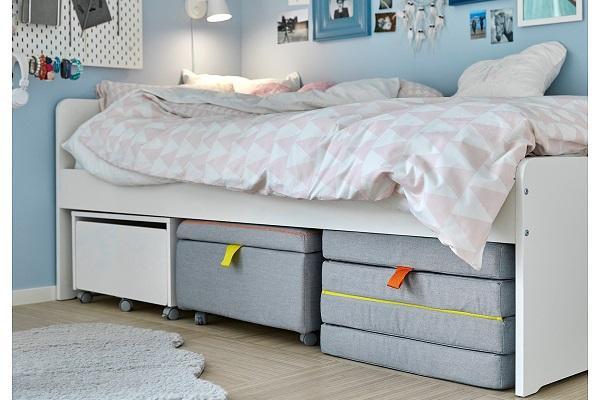 Pouf letto Slakt di Ikea in ambiente