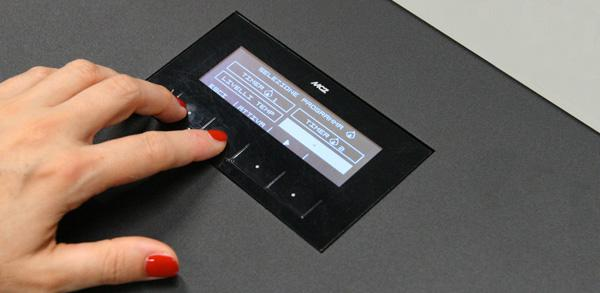 Il display di controllo di una termostufa a pellet di MCZ