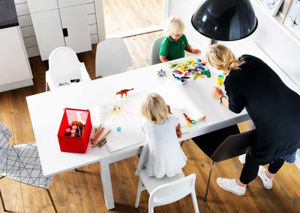 Idee per un soggiorno piccolo: tavolo allungabile BJURSTA di Ikea