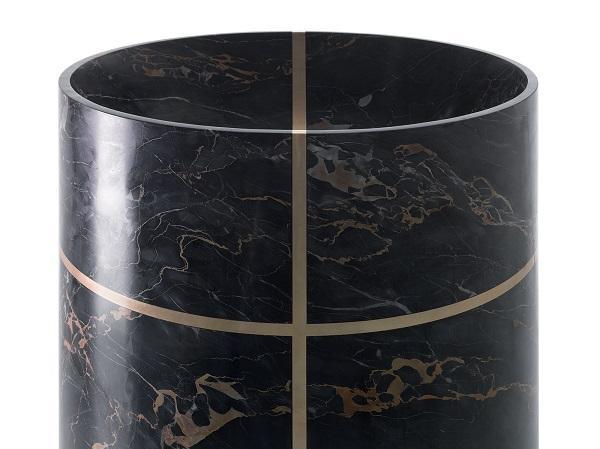 Inserto metallico per il lavabo in pietra Tao, di Kreoo, design Marco Piva