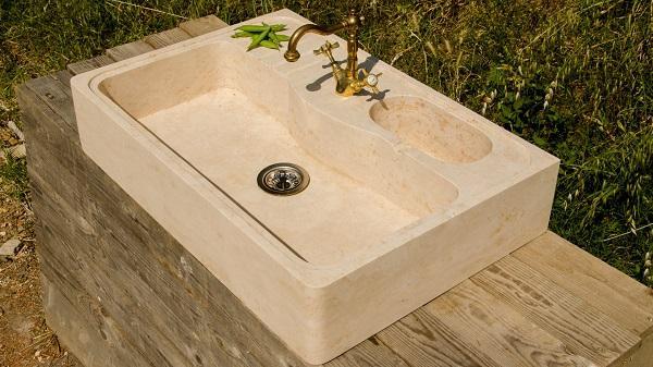 Lavabo in pietra, resistente e versatile
