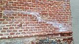 Estese efflorescenze saline in una muratura