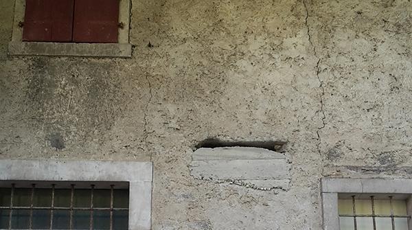 Ammorsamento a coda di rondine di un pericoloso cordolo di piano in cemento armato