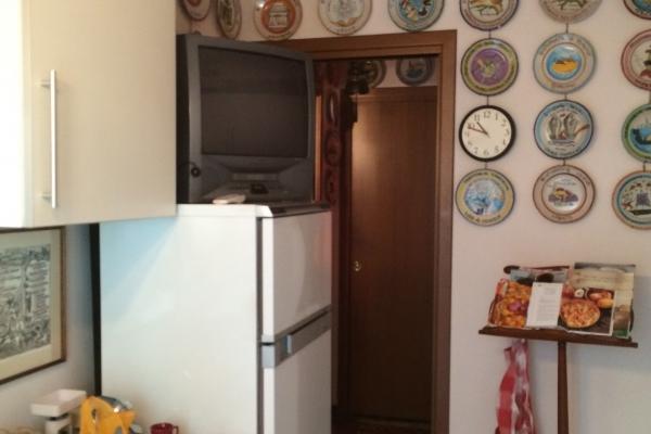 Cucina prima dei lavori: ingresso