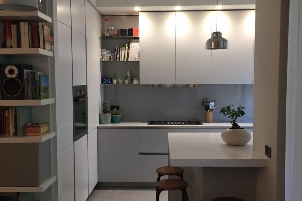 Cucina dopo i lavori: vista dal soggiorno