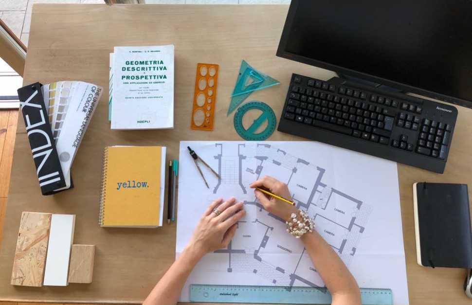 Progettare la nicchia all'ingresso con un interior designer