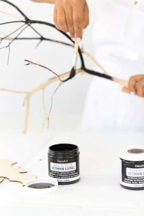 Disegni di halloween: dipingere il ramo di nero, da damasklove.com