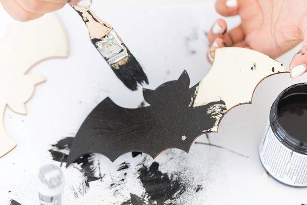 Dipingere i pipistrelli di Halloween, da damasklove.com