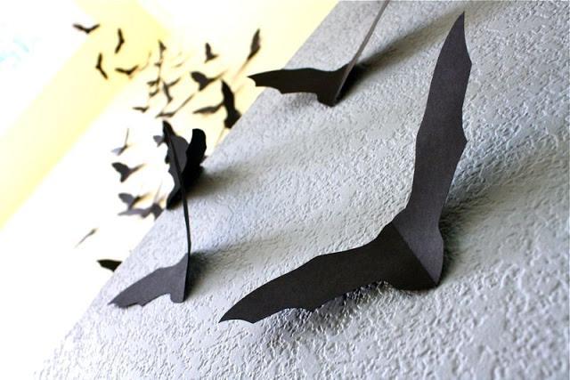 Pipistrelli di Halloween in carta da appendere alle pareti, da madeeveryday.com