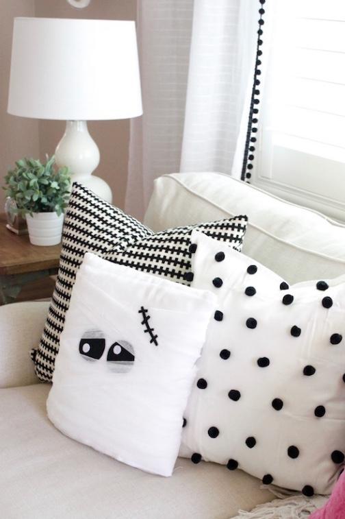 Anche il cuscino per Halloween è una mummia, da eighteen25.com