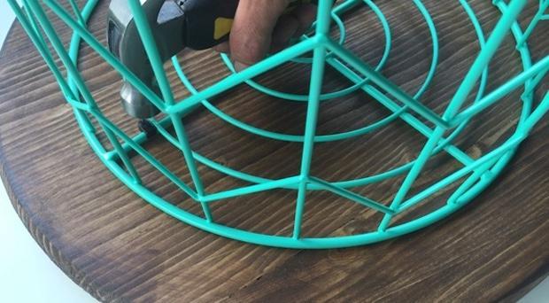 Tavolino da esterno: fissaggio, da theshabbycreekcottage.com