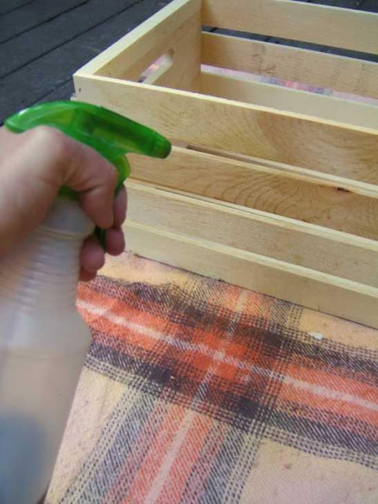 Cassetta della frutta per tavolino da esterno: passo 1, da ninered.blogspot.com