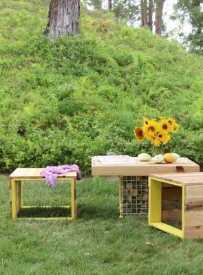 Tavolo giardino con sedie in legno, da apieceofrainbow.com
