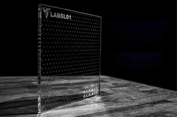 Vetro antiscivolo trasparente con texture puntinata fitta di Laborvetro