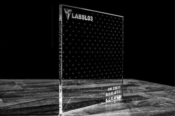 Vetro antiscivolo trasparente con texture puntinata media di Laborvetro