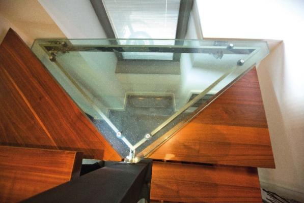 Scala mista con gradino in vetro antiscivolo di Laborvetro