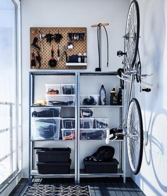 Scaffali metallici per organizzare gli spazi, da Ikea