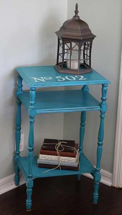 Come decorare un mobile di recupero con gli stencil: risultato, da craftsbyamanda.com