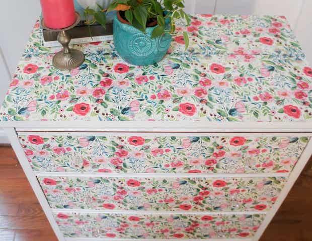 Decorazioni mobili con decoupage, da semiglossdesign.com