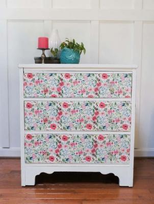 Decoupage mobili con tovaglioli di carta, da semiglossdesign.com