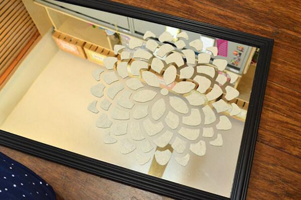 Stencil su specchio, decorazioni floreali astratte, da dreamalittlebigger.com