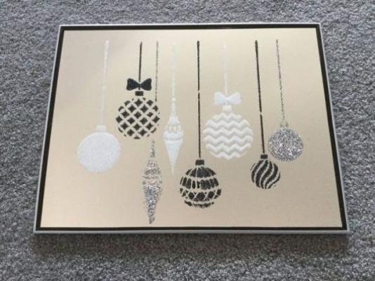 Decorazioni fai da te natalizie su specchio, da paintandpattern.com
