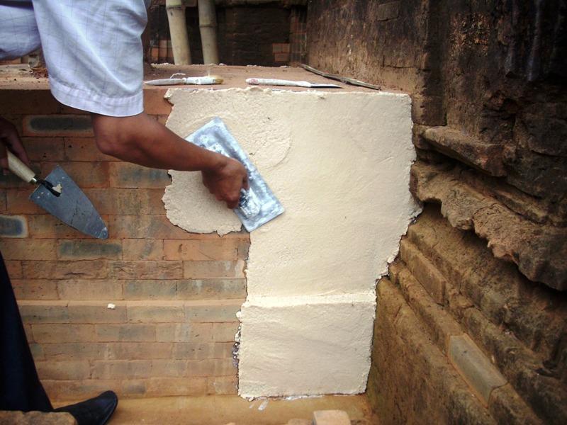 Applicazione della pasta Cocoon a mano