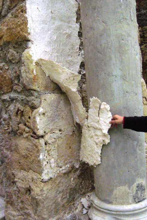 Evidente risultato del Risanamento di un antico muro romano  in pietra con Cocoon