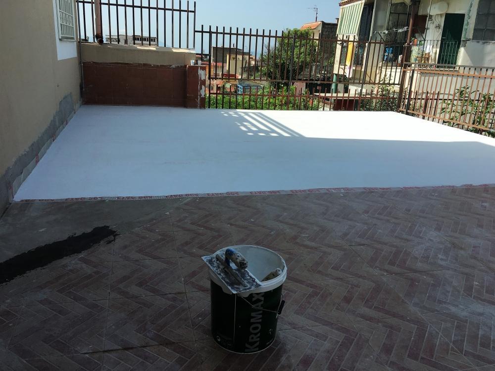 Applicazione impermeabilizzante Terraflex su terrazzo pavimentato