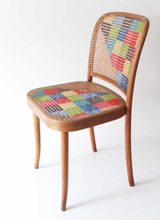 Decorare le sedie in legno con la lana colorata, da mypoppet.com.au