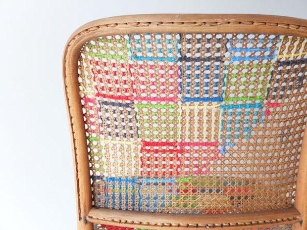 Decorare le sedie con la lana colorata, da mypoppet.com.au