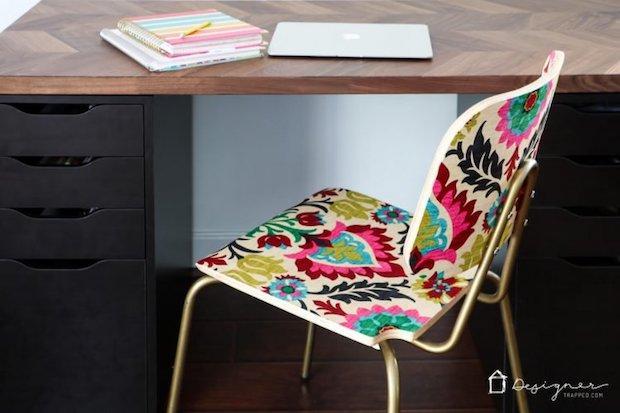Decorare sedie con la stoffa, da designertrapped.com
